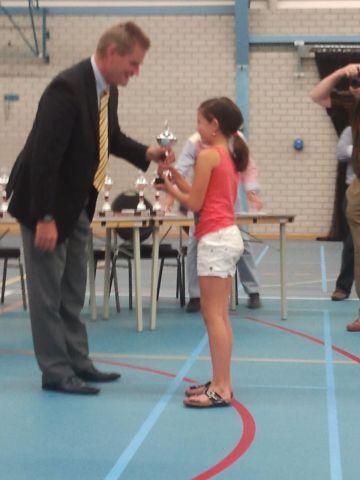 Ilse onvangt haar kampioensbeker